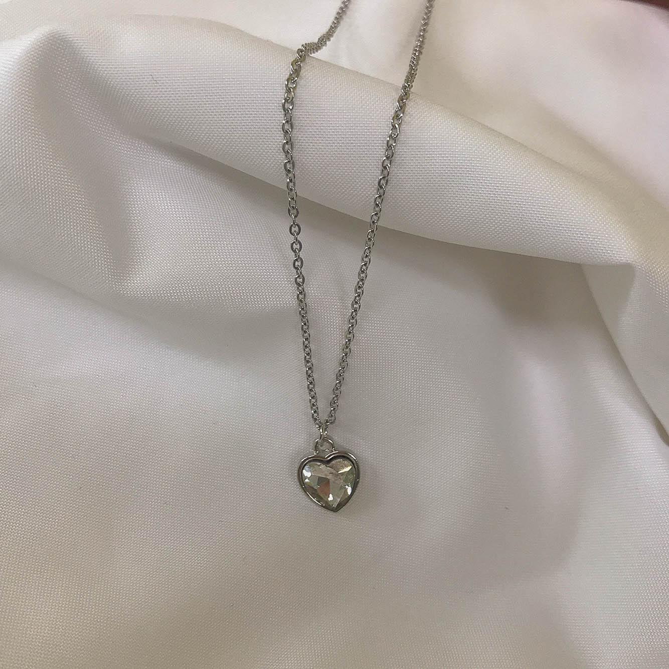 원플원-영롱 엔틱 크리스탈 하트 목걸이 - 문라이츠, 9,900원, 실버, 펜던트목걸이