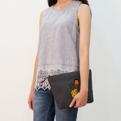 EMBROIDERY CLUTCH BAG 2��