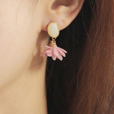 조약돌 사이에 핀 꽃 귀걸이