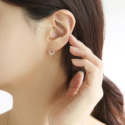 OST 행운의 말발굽  화이트 플라워 로즈골드 귀걸이