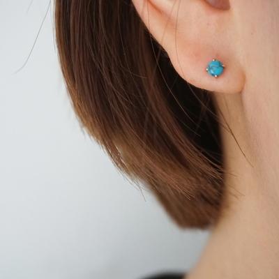 14k gold simple gem piercing