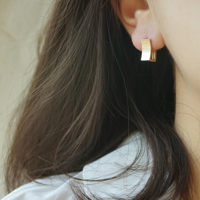 14k gold curve square earring