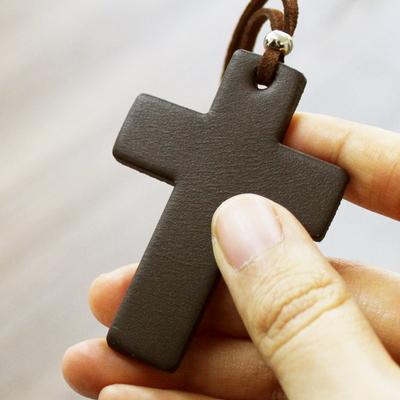 가죽 십자가 목걸이