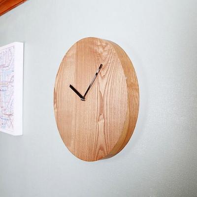 새먼-내츄럴 원형 시계