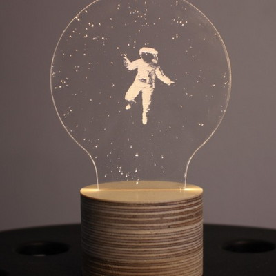 룩앳램프 우주비행사. Look at lamp - Spaceman
