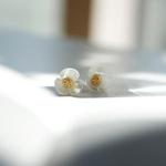 제이로렌 M01908 크림색 자개 플라워 귀걸이