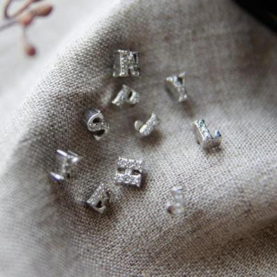 제이로렌 M02253 마이네임 큐빅 이니셜 귀걸이(개당)