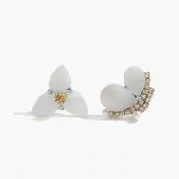 제이로렌 M02433 퓨어화이트 언발 자개꽃 나비귀걸이