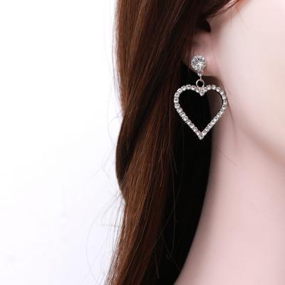심플 큐빅 하트 귀걸이 (티타늄침)