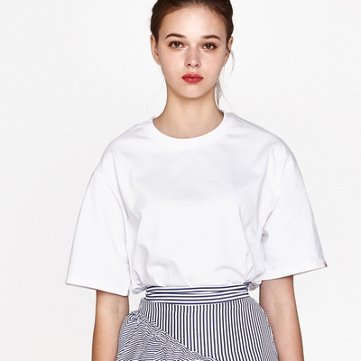 (UNISEX)백사이드 절개자수 포인트 오버핏 스탠다드 티셔츠 (White)