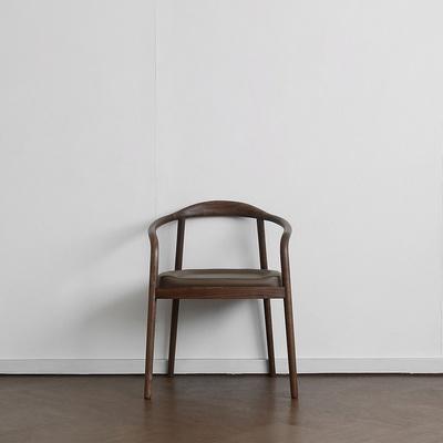 [헤리티지월넛] S형 의자 카푸치노