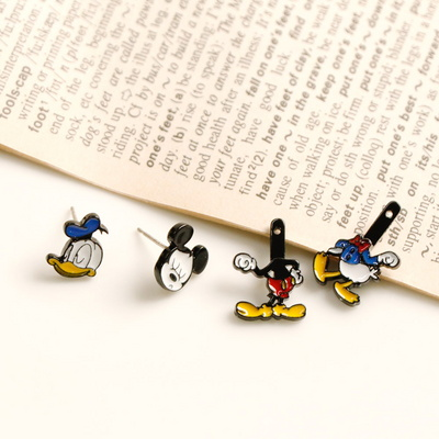 디즈니캐릭터귀걸이 미키마우스와 도널드 덕 은침귀걸이