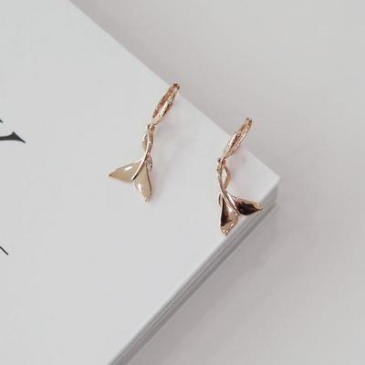 14K 돌고래 꼬리 행운 원터치 귀걸이