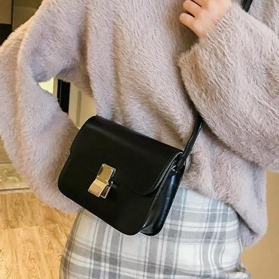 루니 사각 깔끔 골드 포인트 크로스백 캐주얼가방