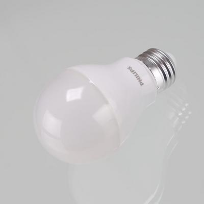 필립스LED벌브에센셜 5.5w 전구색 램프 3000k