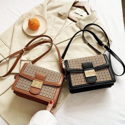 여자 클래식 체크 트위드 금장 버클 크로스백 가방