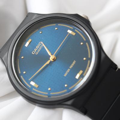 남성 카시오 우레탄 밴드 도트 아날로그 손목시계 네이비
