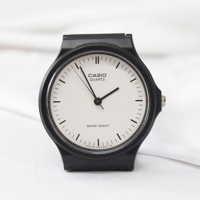 남성 클래식 화이트 심플 우레탄 카시오 손목 시계