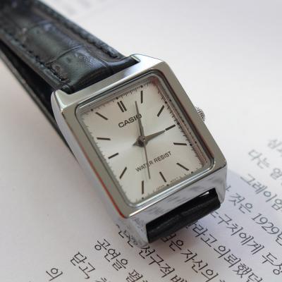 여성 클래식 가죽 생활방수 스퀘어 카시오 손목 시계