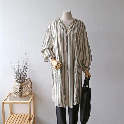 여성 세로 배색 스트라이프 투포켓 롱 셔츠