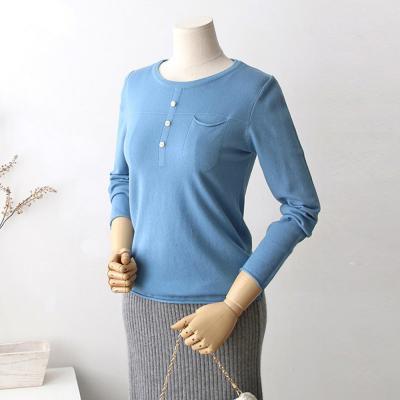 여성 트리플 버튼 포켓 라운드넥 니트 티셔츠
