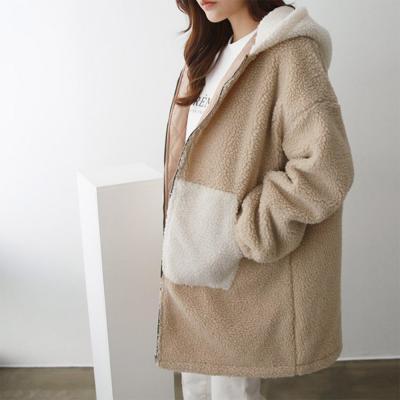 여성 오버핏 누빔 배색 후드 뽀글이 양털 롱 자켓