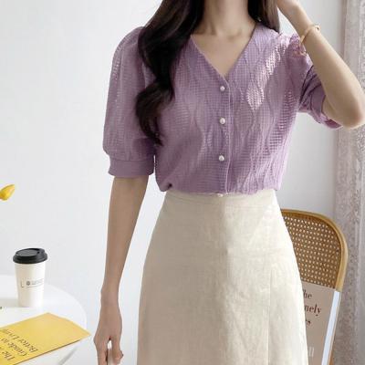 여자 진주버튼 물결 퍼프소매 브이넥 티셔츠