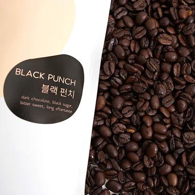 묵직한 바디감의 스모키한 커피  블랙펀치 200g